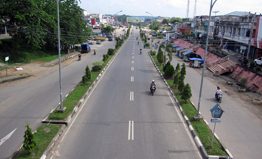 Jalan utama di Bangko