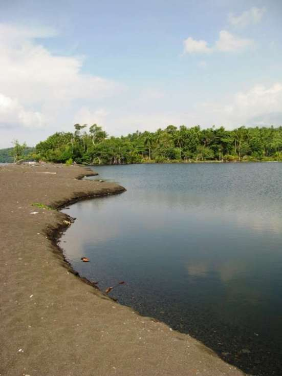 Danau Tolire Kecil (dok. Agung Siregar-ACI 2011)