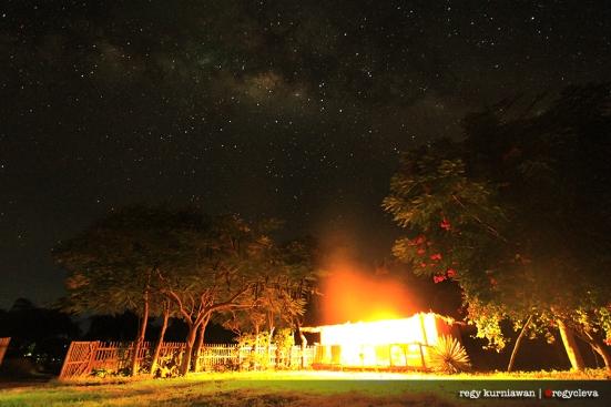 Dan bintang bertaburan di langitnya... Selamat malam dari Alor :)