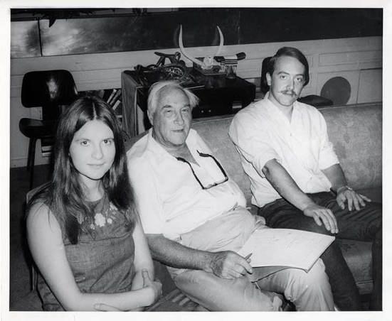 Dr. Galdikas dan Louis Leakey (tengah)